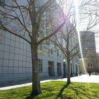 2/25/2013 tarihinde Santiago V.ziyaretçi tarafından San Francisco Public Library'de çekilen fotoğraf