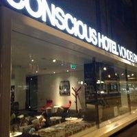 Foto diambil di Conscious Hotel oleh Luciana T. pada 4/28/2013