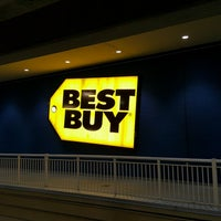 Photo taken at Best Buy by Arnold C. on 9/26/2016