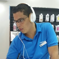 Photo taken at Samsung Store by Raul A. on 8/8/2014