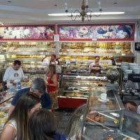 Foto tirada no(a) Barcelona Doces e Pães por Christina L. em 10/7/2012