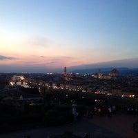 Foto scattata a Piazzale Michelangelo da Gabriela N. il 9/21/2013