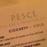 รูปภาพถ่ายที่ Pesce Seafood Bar โดย Takeshi 🍜 O. เมื่อ 1/6/2013