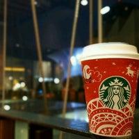 Снимок сделан в Starbucks пользователем Ernesto G. 11/14/2016