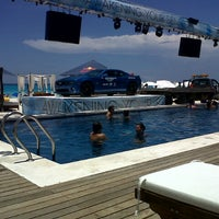 Foto tomada en Mandala Beach Club por Helen V. el 6/29/2013