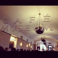 Das Foto wurde bei Café Museum von Shonika am 5/11/2013 aufgenommen