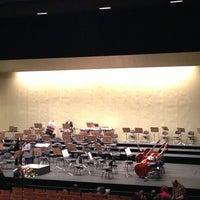 Foto tomada en Teatro de la Maestranza por José G. C. el 1/4/2013
