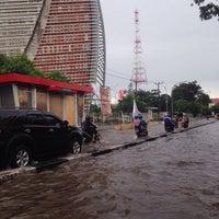 Photo taken at Jalan A. P. Pettarani by Chenna M. on 4/13/2015