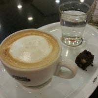 Photo taken at Café Do Ponto by Fabiana B. on 7/19/2014