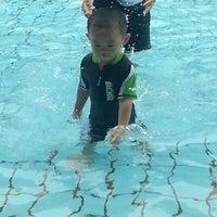 Foto tirada no(a) Clementi Swimming Complex por Chua C. em 3/29/2013