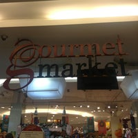 Foto scattata a Gourmet Market da jetrix joaquin il 12/27/2012