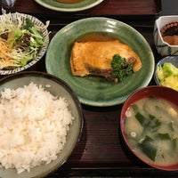 Photo taken at 活魚季節料理 味さと by Quentin W. on 2/14/2018