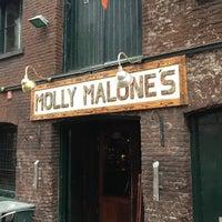 Das Foto wurde bei Molly Malone's Irish Pub von Andrey N. am 4/11/2013 aufgenommen