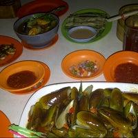 Photo taken at Sea Food 1000 Pulau by Ocha R. on 10/4/2012