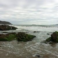 Foto tirada no(a) Praia de José Gonçalves por Fabiola M. em 11/15/2012