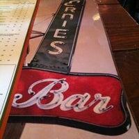 Снимок сделан в Ernie's Bar & Pizza пользователем Kendra O. 12/16/2012