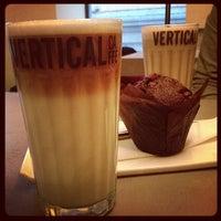 11/1/2012 tarihinde Santy T.ziyaretçi tarafından Vertical Caffé'de çekilen fotoğraf