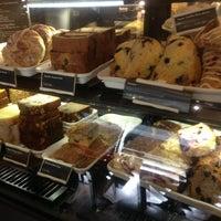 Foto tomada en Starbucks por Esteicy el 7/3/2013