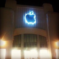 Photo taken at Apple Lincoln Road by Cristian L. on 9/15/2012