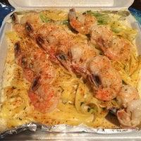 Foto tomada en Jordan Johnson's Gourmet Seafood por Donola F. el 6/17/2014