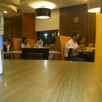 Photo taken at Vips by Gil S. on 9/22/2012
