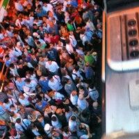 9/26/2012 tarihinde Hasan B.ziyaretçi tarafından Zincirlikuyu Metrobüs Durağı'de çekilen fotoğraf