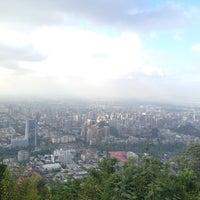 Das Foto wurde bei Cumbre Cerro San Cristóbal von Patricio C. am 11/9/2012 aufgenommen