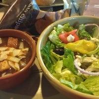 รูปภาพถ่ายที่ Panera Bread โดย Vicky L. เมื่อ 12/24/2012