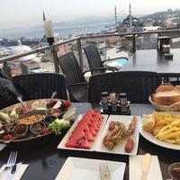 รูปภาพถ่ายที่ İstanbul Yeditepe Teras Cafe Restaurant Nargile โดย Aygul S. เมื่อ 9/10/2017