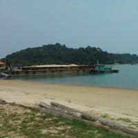 Photo taken at Teluk Dalam Beach Resort by Wan Hazammy W. on 9/29/2014