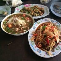 Photo taken at ส้มตำใจดีรสแซ่บ(โคราช) by wilailak K. on 8/9/2014