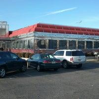 Foto tomada en Park West Diner Cafe por Marvin J. el 12/23/2012