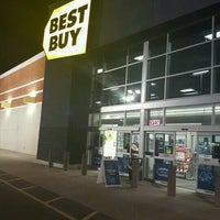 Photo taken at Best Buy by Marvin J. on 12/3/2016