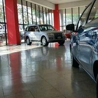 Foto tomada en Nipon Automotores S.A por Carlitos M. el 10/14/2015