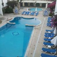 Foto tirada no(a) Hotel Suave Mar por António M. em 8/24/2014
