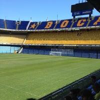 "Foto tirada no(a) Estadio Alberto J. Armando ""La Bombonera"" (Club Atlético Boca Juniors) por Bruno F. em 12/2/2012"