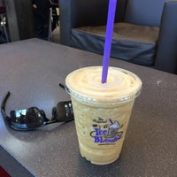 Photo taken at The Coffee Bean & Tea Leaf by R C. on 9/19/2015