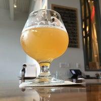 Foto scattata a Holy Mountain Brewing Company da Natalie il 2/16/2018