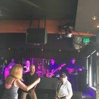Das Foto wurde bei Humphreys Backstage Live von Paula S. am 4/15/2017 aufgenommen