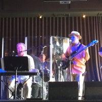 Photo prise au Humphreys Backstage Live par Paula S. le5/30/2015