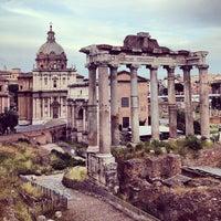 รูปภาพถ่ายที่ จัตุรัสโรมัน โดย Megan S. เมื่อ 5/27/2013