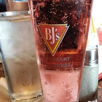 Foto tomada en BJ's Restaurant & Brewhouse  por Winter V. el 5/18/2013