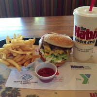 Photo taken at The Habit Burger Grill by YaaaY Keep Reporting DEVIN DUDE & JOSE F REPORT 🤣 on 5/10/2013