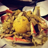 Photo taken at Art's Crab Shak by REPORT 🤣 on 4/14/2013