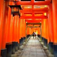 Photo taken at Fushimi Inari Taisha by たろ on 10/6/2012