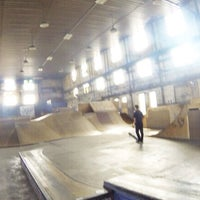 Photo taken at Four Seasons Skate Park by Ku M. on 9/1/2014