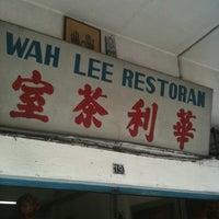 Photo taken at Restoran Wah Lee Chicken Rice by Joonming C. on 9/15/2012