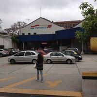 Foto tirada no(a) Armarinhos Fernando por Rodrigo B. em 10/14/2012