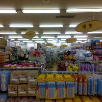 Photo taken at The Daiso (ザ・ダイソー) by Adi M. on 10/1/2013