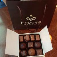 Foto tirada no(a) Fran's Chocolates por Eddie L. em 9/1/2013